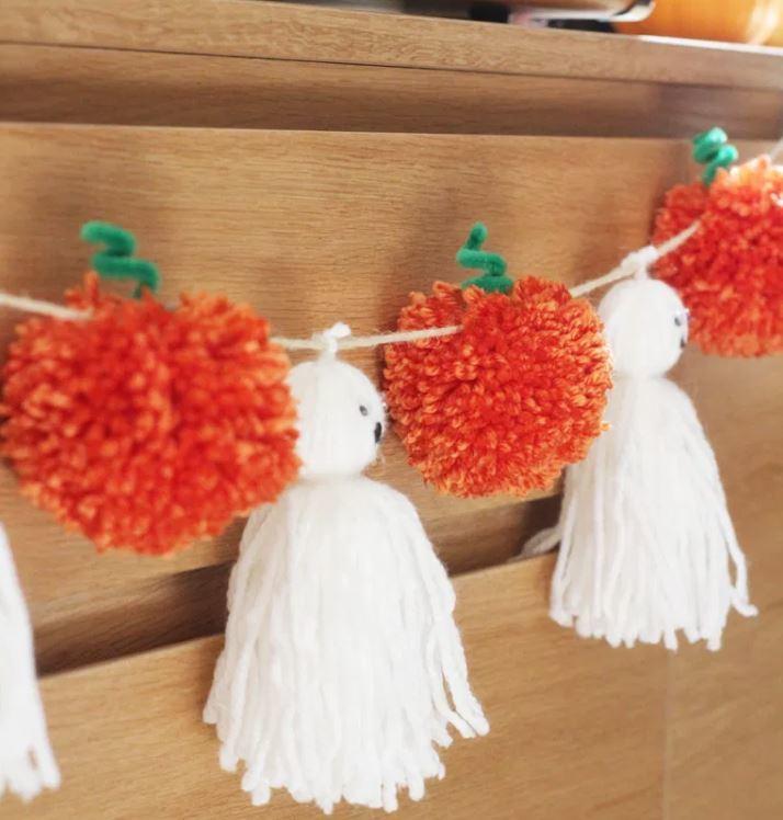 Halloween knustelen spookjes en pompoen slinger